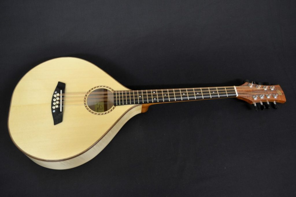Octave Mandola (in the U.K and Europe) or Octave Mandolin (in the U.S and Canada) are both terms to describe this instrument. Tuned G.D.A.E from low to high, one octave below the Mandolin. This one has a scale length of 500mm making it one of the shortest in the market.It is also available in octave or unison stringing for the lower two courses